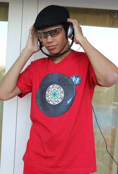 DnB-Record_rainbow_Designer-Graphic-tee_on-Tino