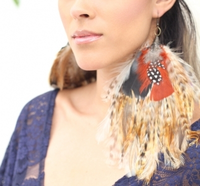 disk-hackle-pad-in-roosters-in-autumn_saam-designs_jewelry