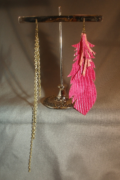 leather-cut-feather-earring_fuschia-mix_gold-metal-chain